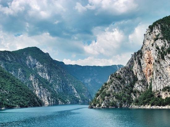 Россиянка сорвалась в пропасть в Черногории и погибла