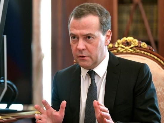 Зачем Медведев поспешил с майским указом:
