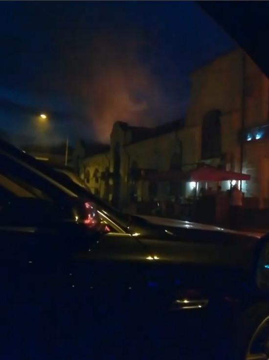 В центре Тамбова загорелось здание с рестораном и баром внутри