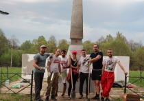 Корреспондент «МК в Смоленске» стал участником волонтерской акции по восстановлению памятников ВОВ