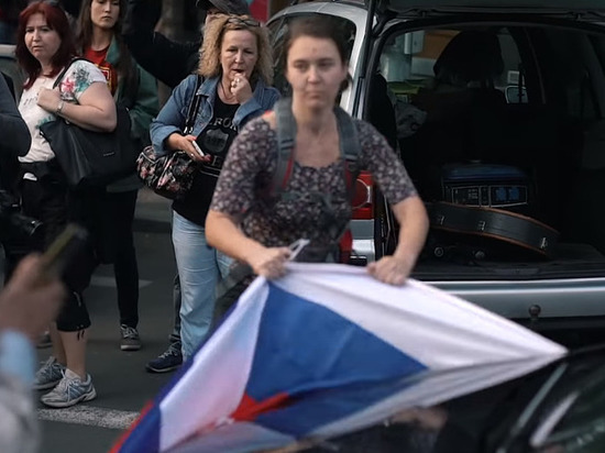 Праздновавших День Победы в Праге россиян атаковали со словами «русские свиньи»