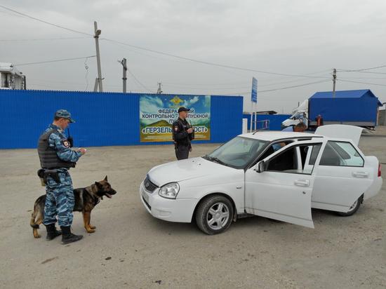Костромские полицейские задержали водителя с наркотиками на границе Чечни и Дагестана