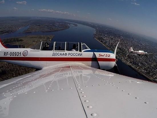 Появилось видео выступления пилотов Як-52 на параде Победы в Самаре, снятое в небе