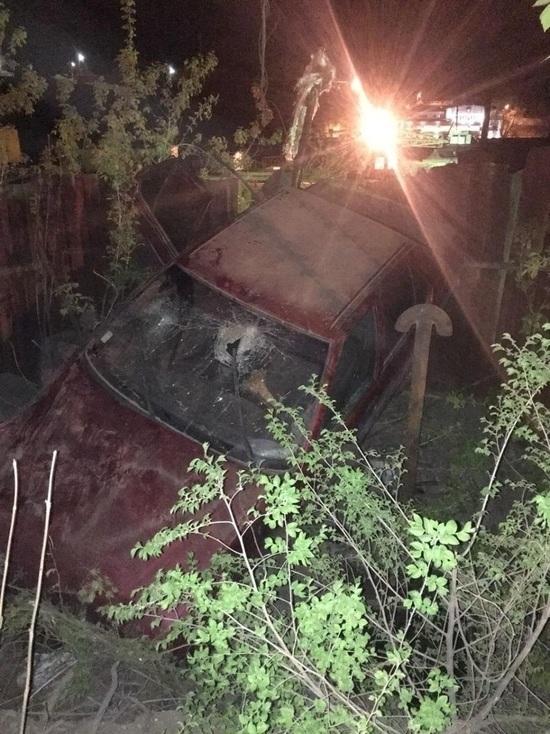 В Сызрани «Рено» врезался в бетонный забор
