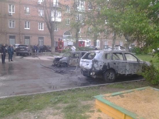 В Новомосковске сгорели три машины