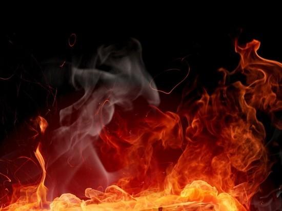 В ночном пожаре в Архангельске пострадали двое