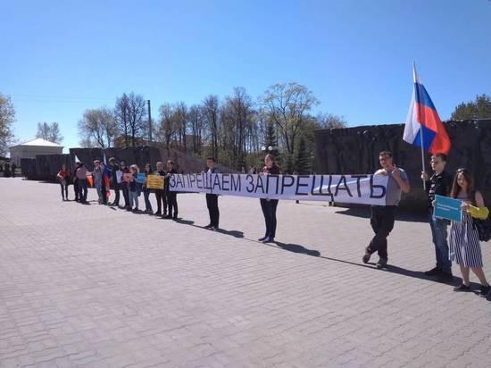 Пикет за свободу интернета «Запрещаем запрещать» прошел в Казани