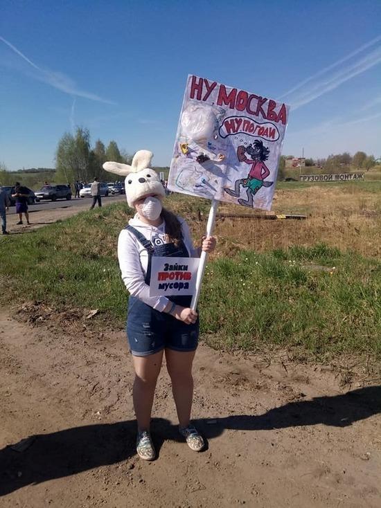 В Ярославле активистов штаба Навального арестовали за протест против московского мусора