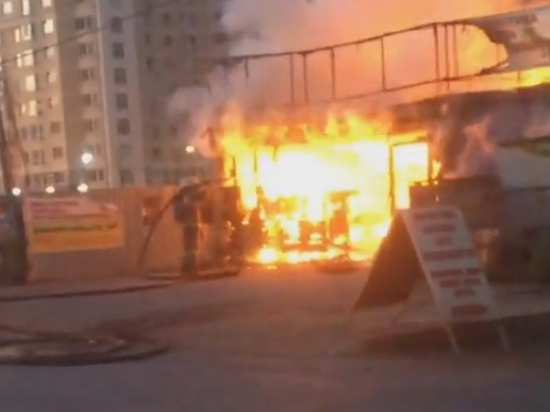 В Оренбурге сгорела шиномонтажка на Нижнем проезде