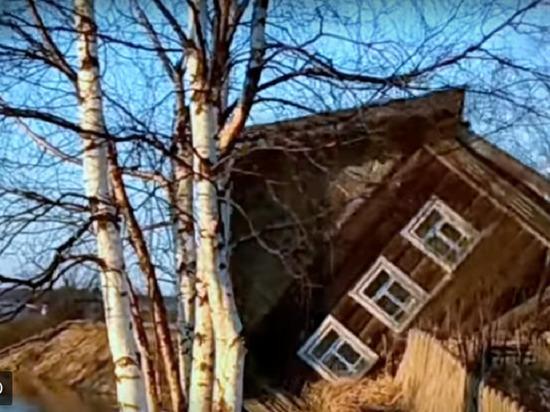В Архангельской области дом совершил акробатический кувырок в реку