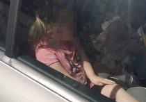 В Калининграде родители оставили двухлетнюю девочку в закрытой машине под палящим солнцем