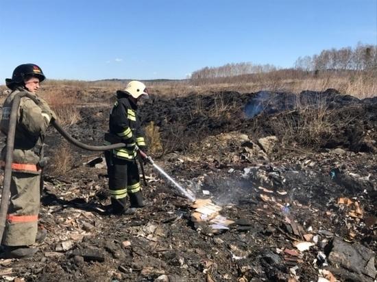 В окрестностях Екатеринбурга продолжает тлеть несанкционированная свалка