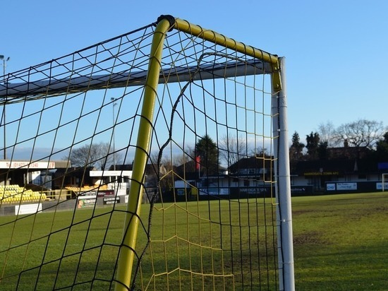 Футбольные ворота упали на югорского подростка