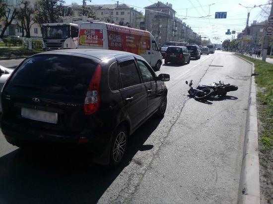 Мотоциклист пострадал при столкновении с легковушкой в Чебоксарах