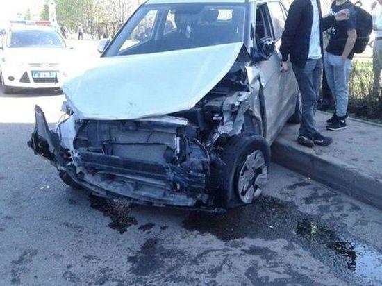 В Набережных Челнах иномарка сбила женщину с ребенком и разбила 12 автомобилей