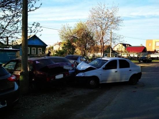 В Новокуйбышевске из-за уснувшего за рулем водителя «Рено» пострадали два человека
