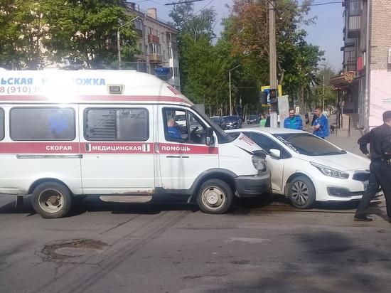 Столкновение скорой помощи и легковушки в Туле обошлось без жертв