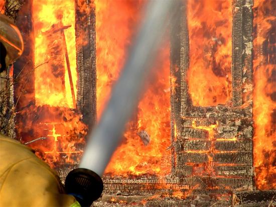 Из горящего дома в Екатеринбурге дома эвакуировали 12 человек