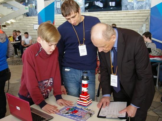 Свердловские школьники представили свои изобретения: робот-медсестра, светофор для животных