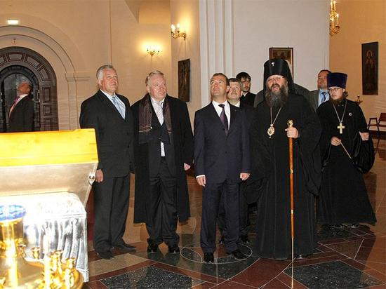 Куйвашев поздравил митрополита Кирилла с 57-летием
