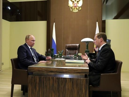Медведев дважды перепутал названия, оглашая структуру нового правительства