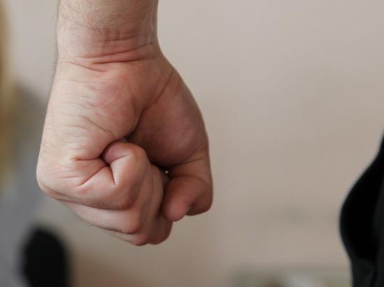 Охранник уральского ТЦ избил подростка-инвалида за посещение магазина электроники