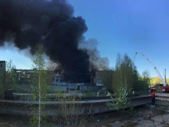 После пожара на предприятии с химическим отравлением госпитализирован ребенок
