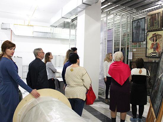 Сургутяне провели арт-ночь в художественном музее