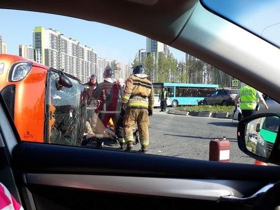 Девушка пострадала в аварии на Парашютной