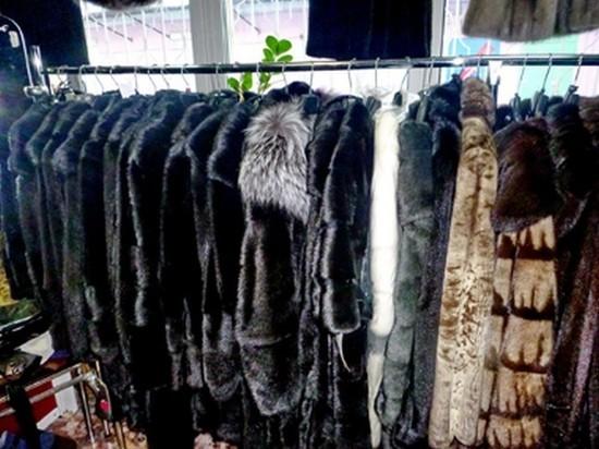 Партию незаконно доставленных из Китая меховых шуб обнаружили в одном из магазинов Иркутска
