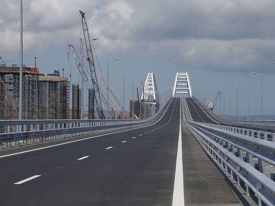 Путин за рулём КАМАЗа пролетел Крымский мост за 16 минут