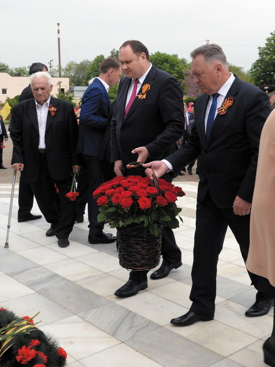 В Рыздвяном прошел торжественный митинг, посвященный 73-й годовщине Великой Победы