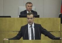 Медведев заступился за юристов перед роботами: мы еще нужны