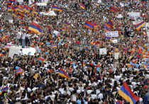 Чего митингующие хотели от мэра Еревана: градоначальника подвели деревья
