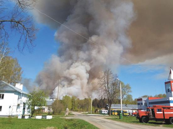 Пожар в Удмуртии: тысячи жителей Пугачево эвакуированы из-за рвущихся боеприпасов
