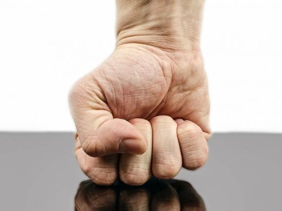 В Казани за отказ делать уроки мужчина истязал своего пасынка