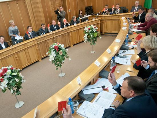 Депутаты гордумы Екатеринбурга воздержались отменять выборы главы города