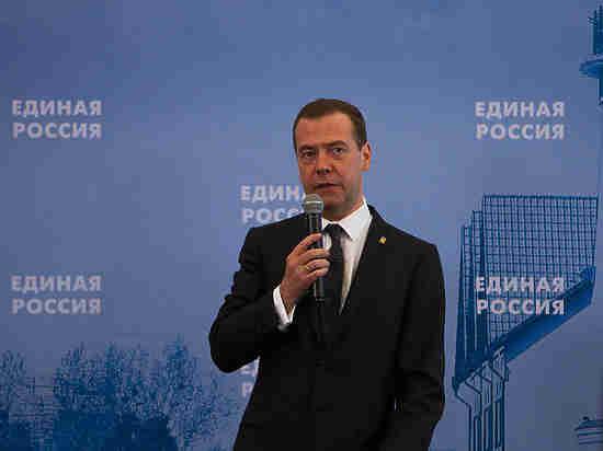 Медведев пообещал открыть офшор в Калининградской области