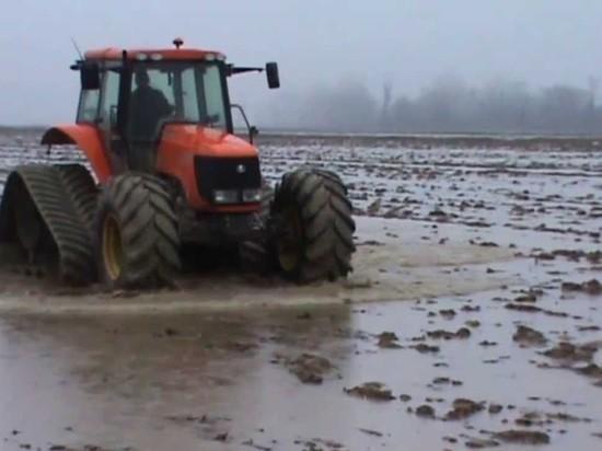 В районах Алтайского края непогода мешает аграриям выйти в поле