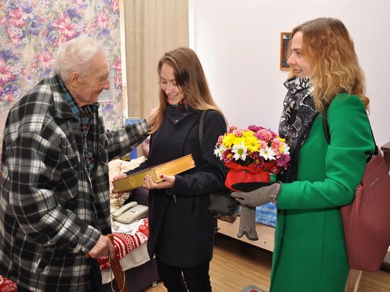 Сотрудники ИНК объехали квартиры  ветеранов и тружеников тыла с поздравлениями