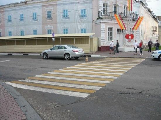 В центре Тамбова иномарка сбила девушку на пешеходном переходе