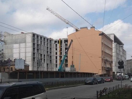В Петербурге из-за уплотнительной застройки может разрушиться исторический дом