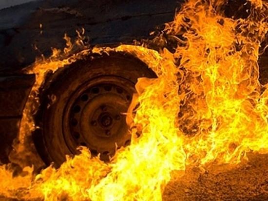 Ночью в центре Архангельска вспыхнул автомобиль