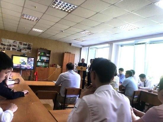 Элистинской гимназии передали оборудование стоимостью 1 млн рублей