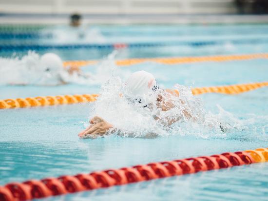 Уличенных в допинге американских пловцов заставили отдать золото россиянам