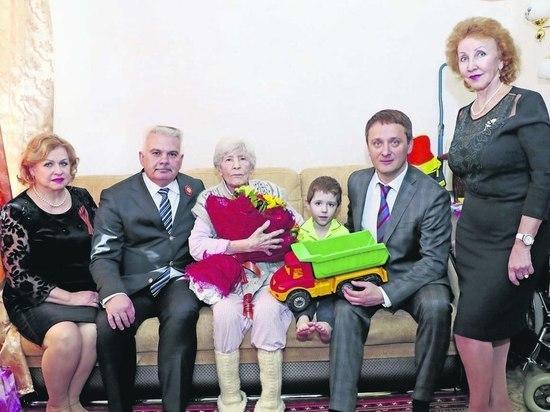 В ОАО«Сургутнефтегаз» поздравили участников Великой Отечественной войны с Днём Победы