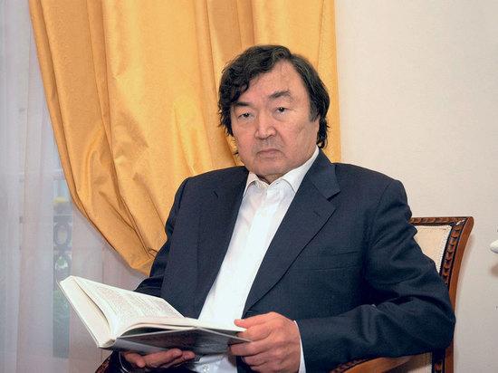Олжас Сулейменов не прекращает своей борьбы за то, чтобы мир стал лучше и добрее