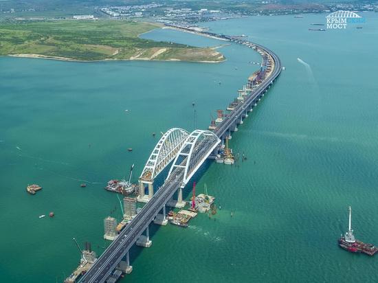 Исторический момент: с утра началось автодорожное движение по Кpымскому мосту