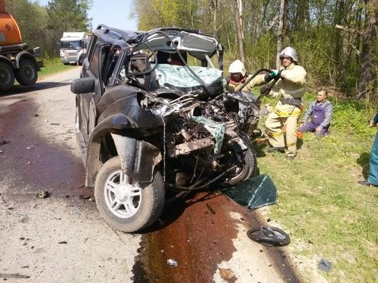Водитель внедорожника погиб в лобовом столкновении с бензовозом в Чувашии