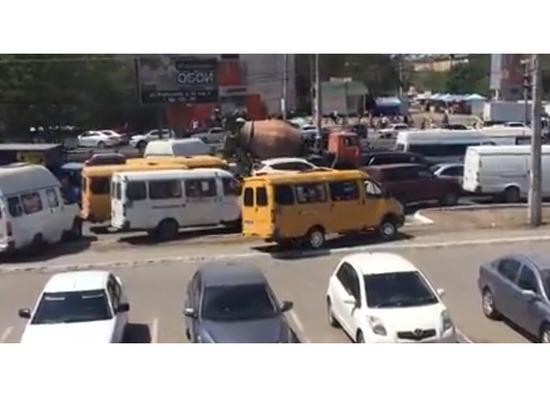 Астраханские маршрутки завладевают тротуарами